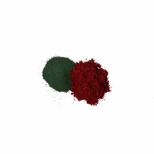 Spirulina and blackcurrant powders